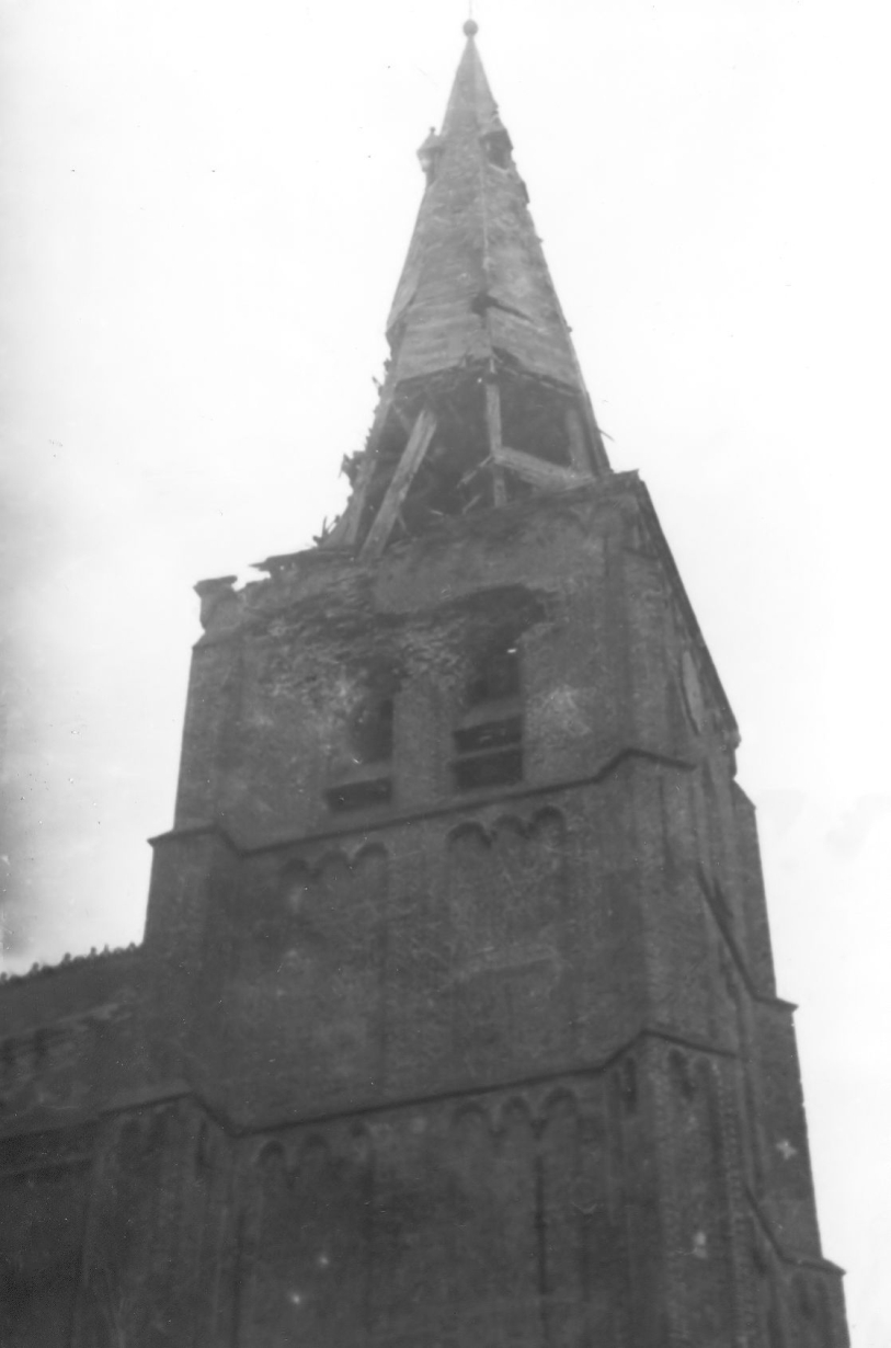 Gehavende kerktoren september 1944